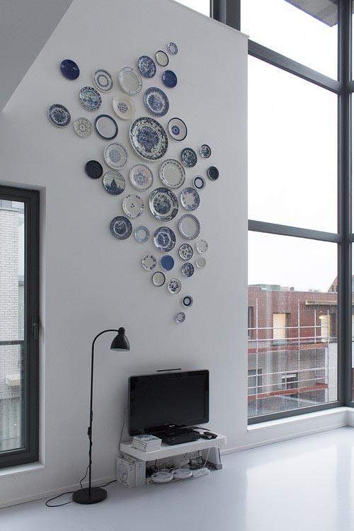 Creatief met borden aan de muur - INTERIOR JUNKIE