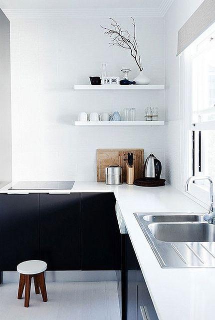 Kleine Smalle Keuken Inrichten : Black & White Kitchen