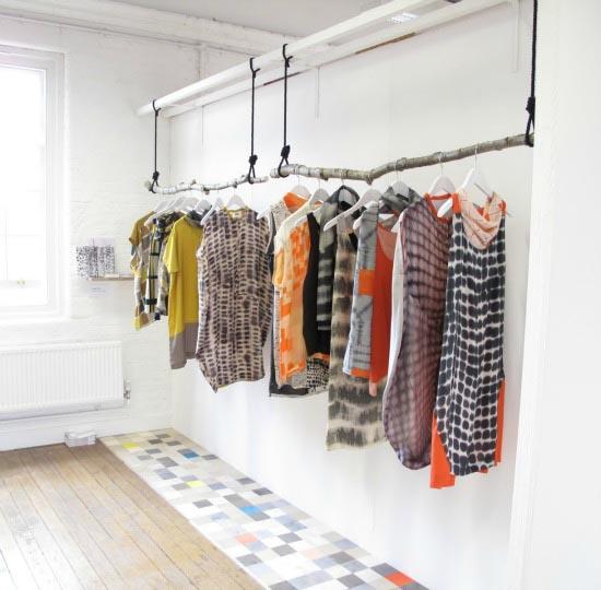 Hangend Rek Keuken : 9x de mooiste kledingrekken voor in huis – INTERIOR JUNKIE