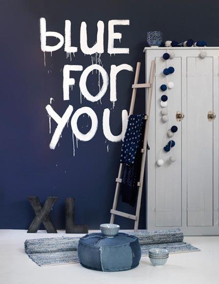 Marineblauw, indigoblauw, koningsblauw, nachtblauw.. Aileen zette de ...
