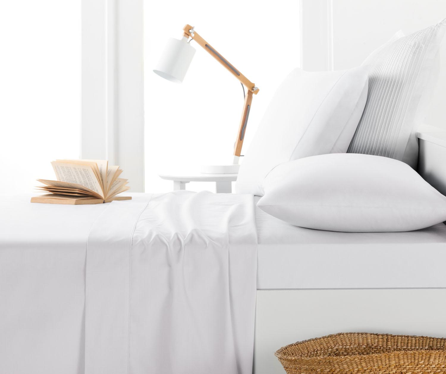 8x witte lakens op bed   interior junkie