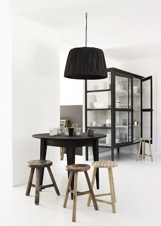 10x zwart en hout in huis interior junkie bloglovin - Badkamer zwart en hout ...