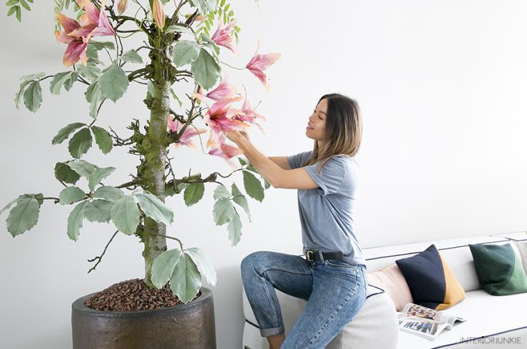 Blij! Eindelijk weer een boom in mijn woonkamer