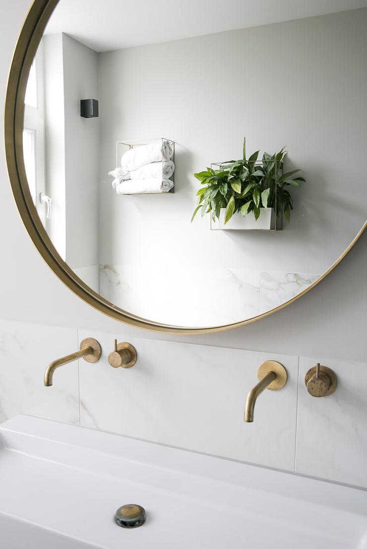 Messing in de badkamer. O zo chic!