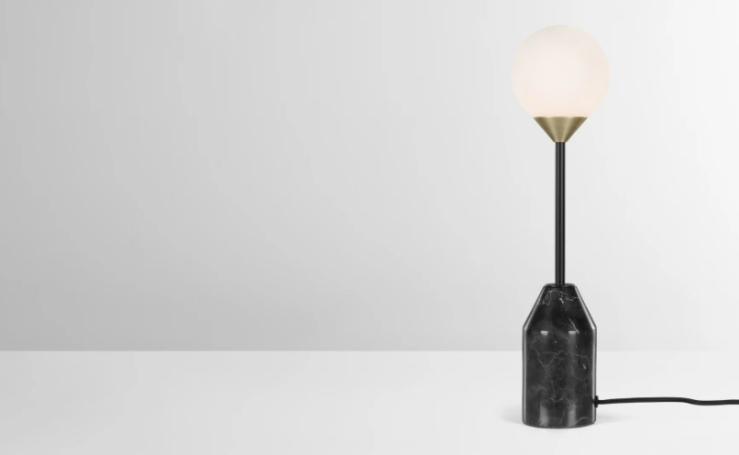 Woonfavorieten: rieten hanglamp + hippe prullenbak