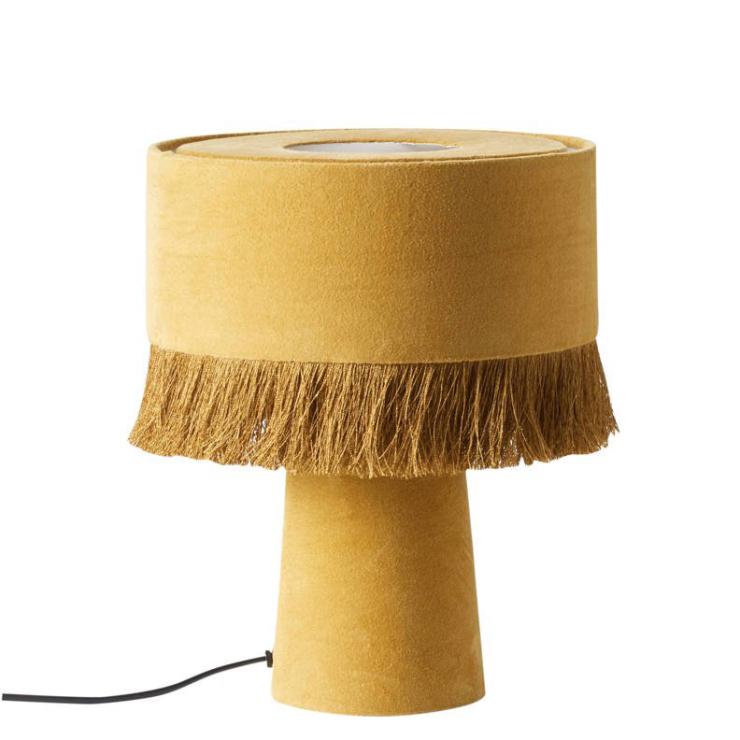 Woonfavorieten: fluwelen taffellamp + weelderig kussen