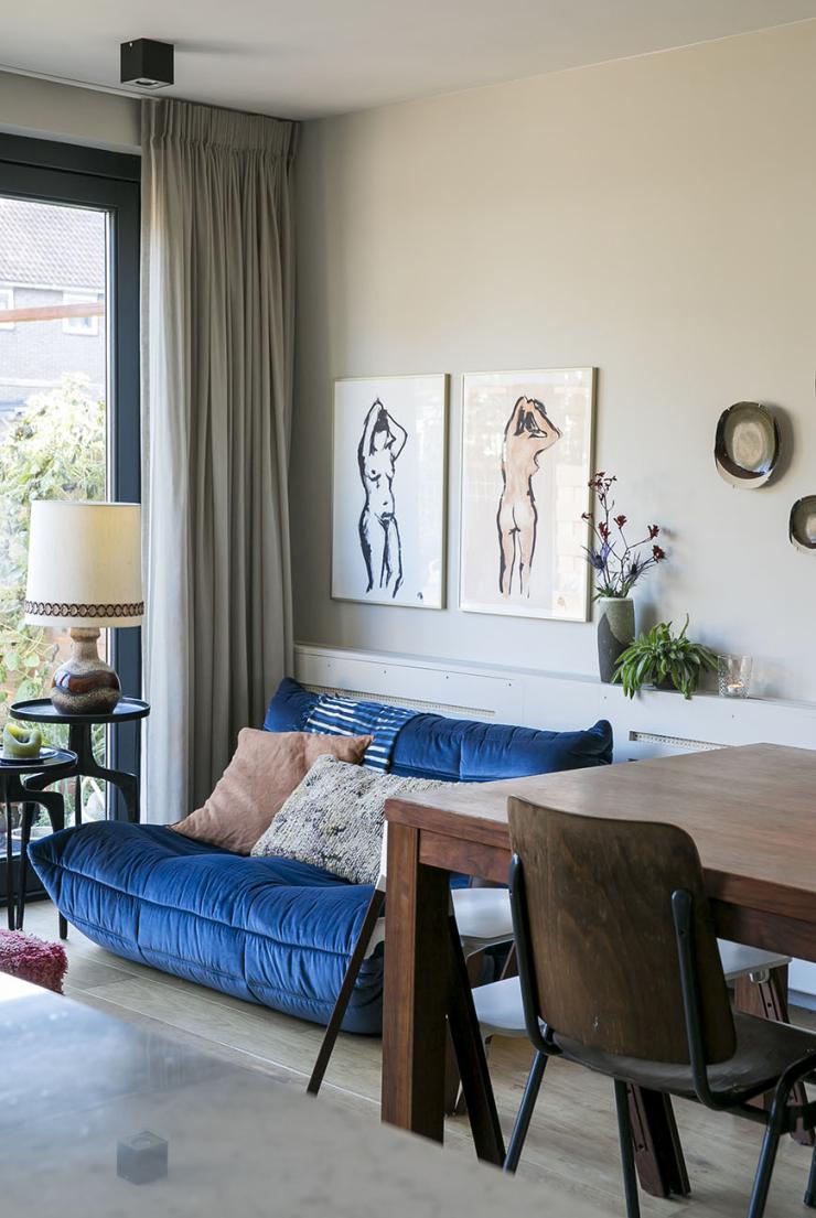 Thuis bij Mei Fang met eigen kunst in huis