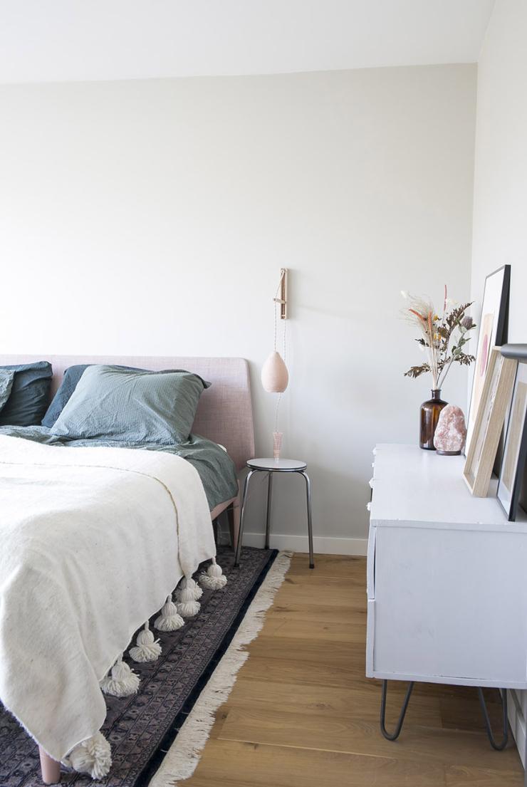 Pronken met een roze bed in huis
