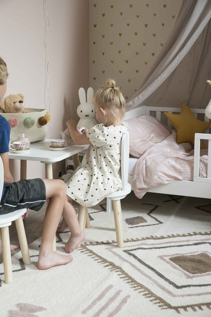 Nichtje verrassen met make-over kinderkamer