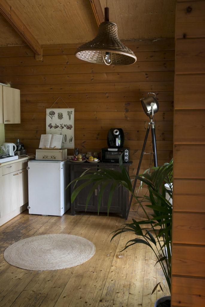 Thuis in het houten boshuisje van Jennie
