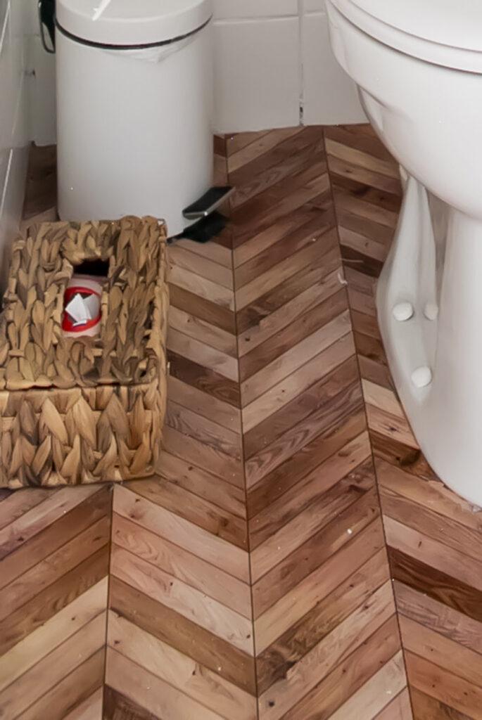 Wc budgetproof pimpen? Kies voor decoratiestickers met Hongaarse Punt