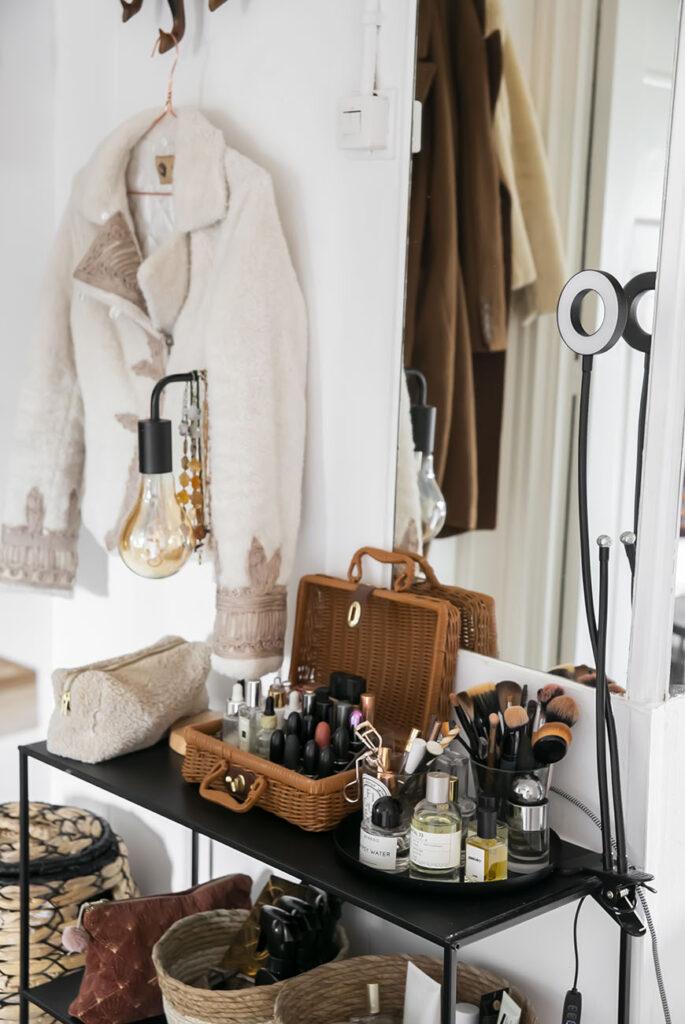 Compact huis? Style een make-up hoekje in de hal