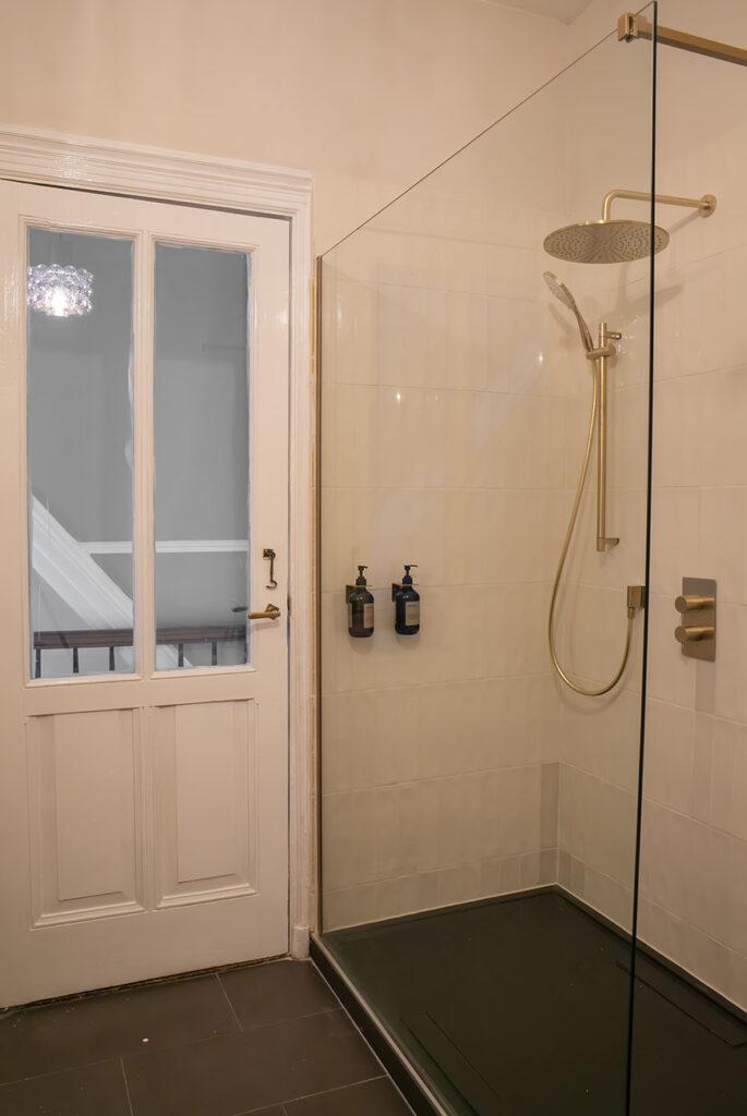 Hotel chic badkamer tips: met deze elementen creëer je het!