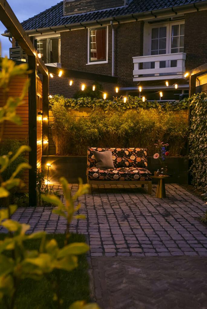 Creëer met feestverlichting een romantische sfeer in de tuin