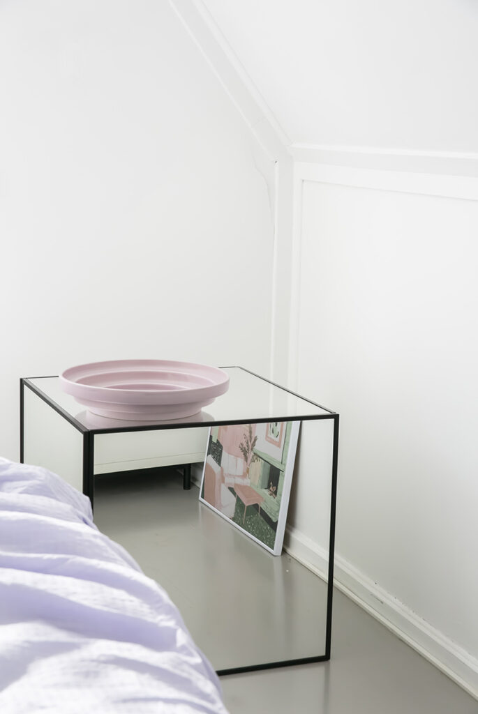 Geef je slaapkamer meer bling met een spiegel kubus nachtkastje