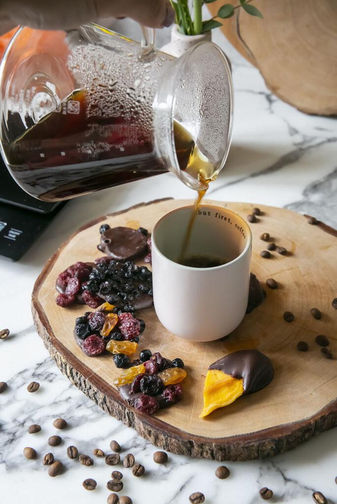 Met deze stylish koffiezetmethode zet je een van de lekkerste koffietjes thuis